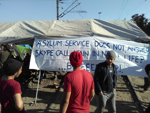 Idomeni Asylum Service does not answer. Call again in next life